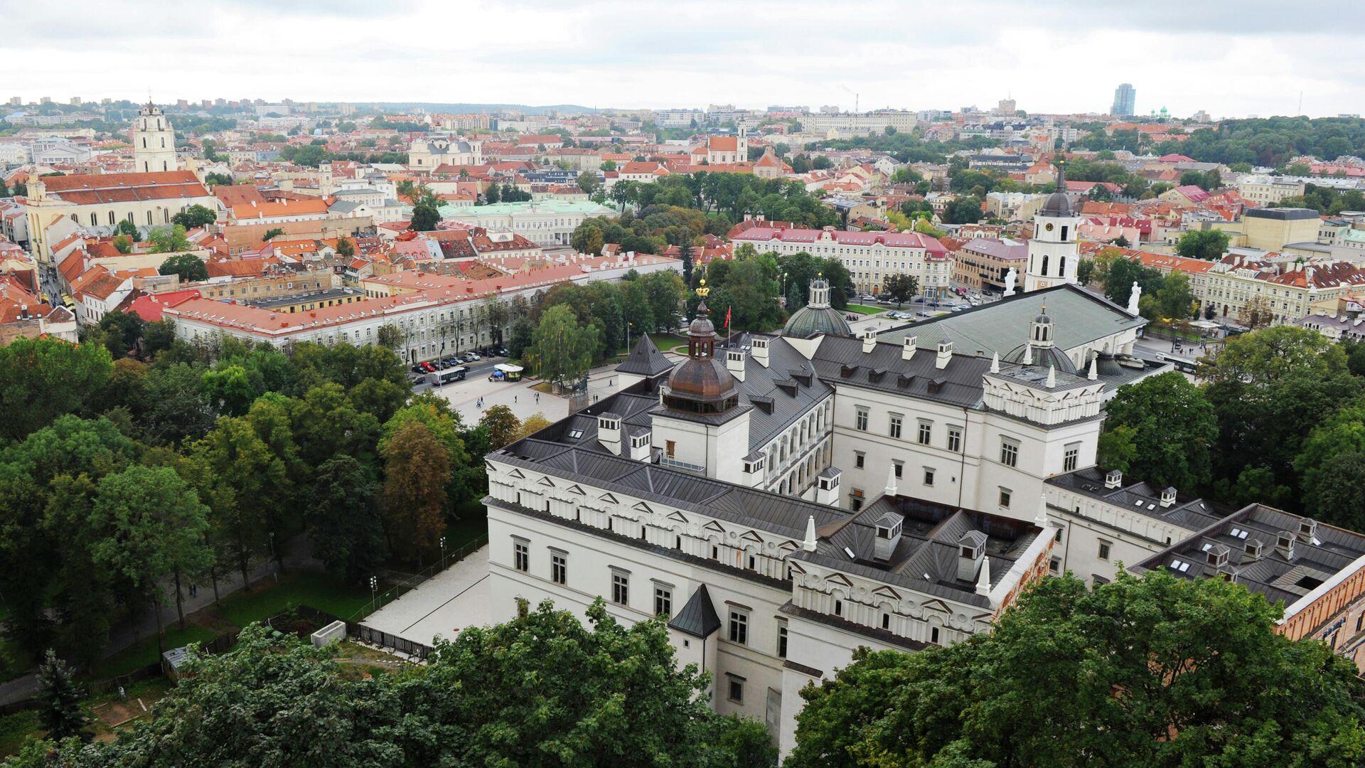 МИД Литвы потребовал отпустить пассажиров севшего в Минске самолета