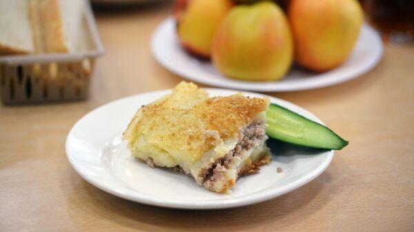 Картофельная запеканка к завтраку учеников школы