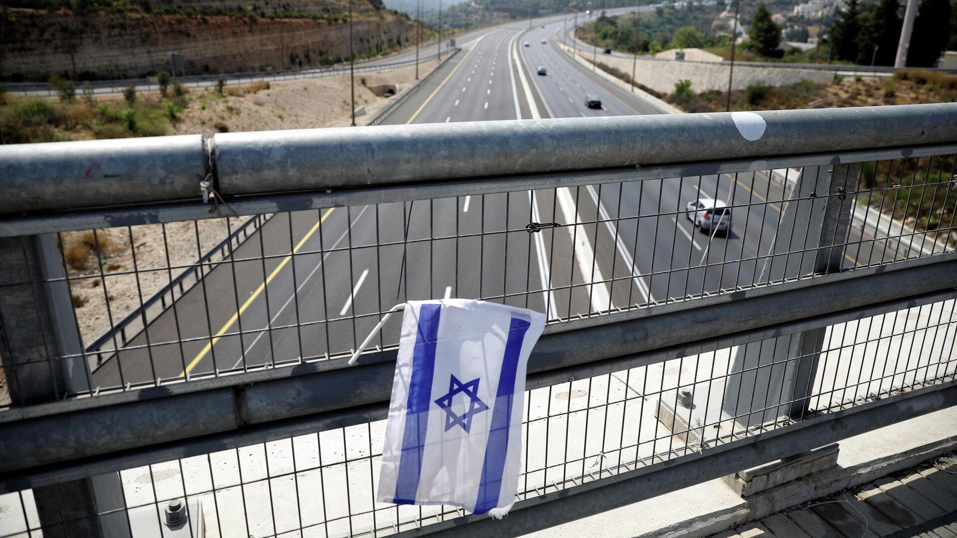 Израильский флаг на мосту перед введением повторного карантина - РИА Новости, 1920, 21.09.2020