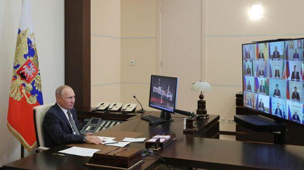 Президент РФ Владимир Путин в режиме видеоконференции проводит встречу с главами регионов РФ, избранными в ходе региональных выборов в единый день голосования