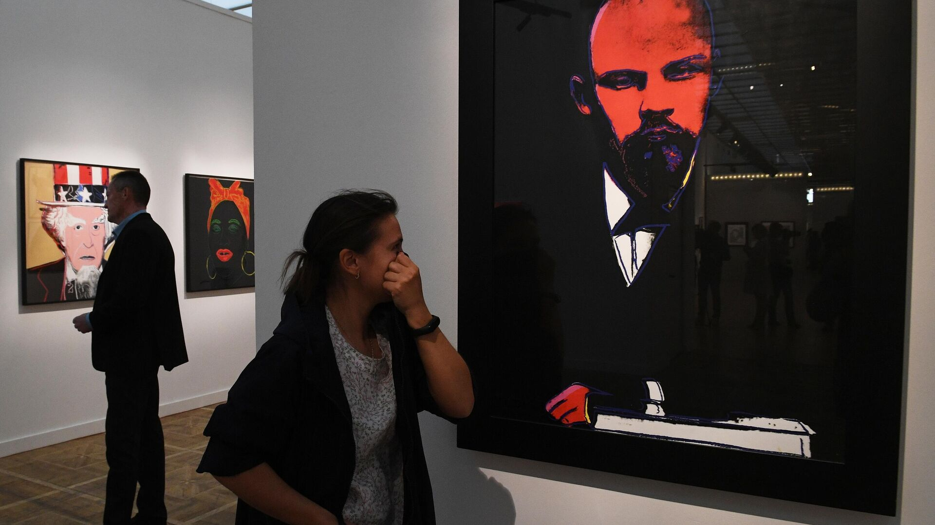 1577733317 0:216:2873:1832 1920x0 80 0 0 cfd705352c63e98845fff949c8f915a5 - Более шести тысяч человек уже посетили выставку работ Уорхола в Москве