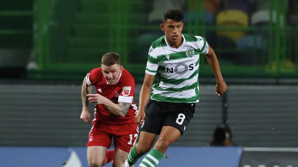 Soccer Football - Europa League - Third qualifying round - Sporting CP v Aberdeen - Estadio Jose Alvalade, Lisbon, Portugal - September 24, 2020  Sporting CP's Matheus Nunes in action with Aberdeen's Jonny Hayes REUTERS/Pedro Nunes