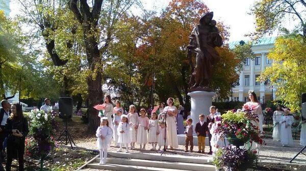 Торжественное открытие памятника Матери, установленного на Соборной площади в Пензе