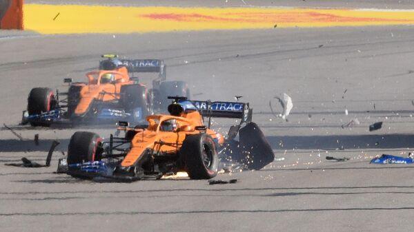 Пилот команды Макларен Карлос Сайнс-младший после аварии на Гран-при России