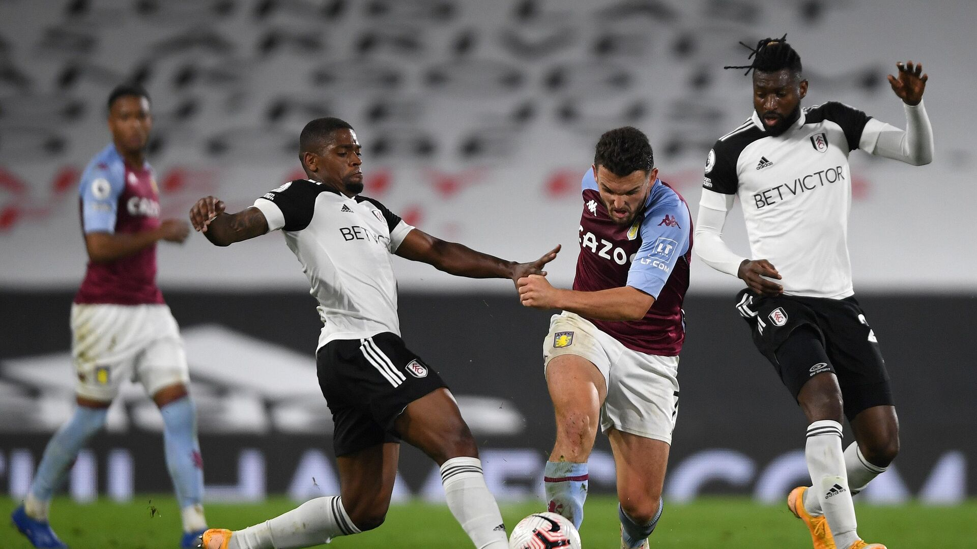 Fulham's Portuguese striker Ivan Cavaleiro (L fouls Aston Villa's Scottish midfielder John McGinn during the English Premier League football match between Fulham and Aston Villa at Craven Cottage in London on September 28, 2020. (Photo by Mike Hewitt / POOL / AFP) / RESTRICTED TO EDITORIAL USE. No use with unauthorized audio, video, data, fixture lists, club/league logos or 'live' services. Online in-match use limited to 120 images. An additional 40 images may be used in extra time. No video emulation. Social media in-match use limited to 120 images. An additional 40 images may be used in extra time. No use in betting publications, games or single club/league/player publications. /  - РИА Новости, 1920, 28.09.2020