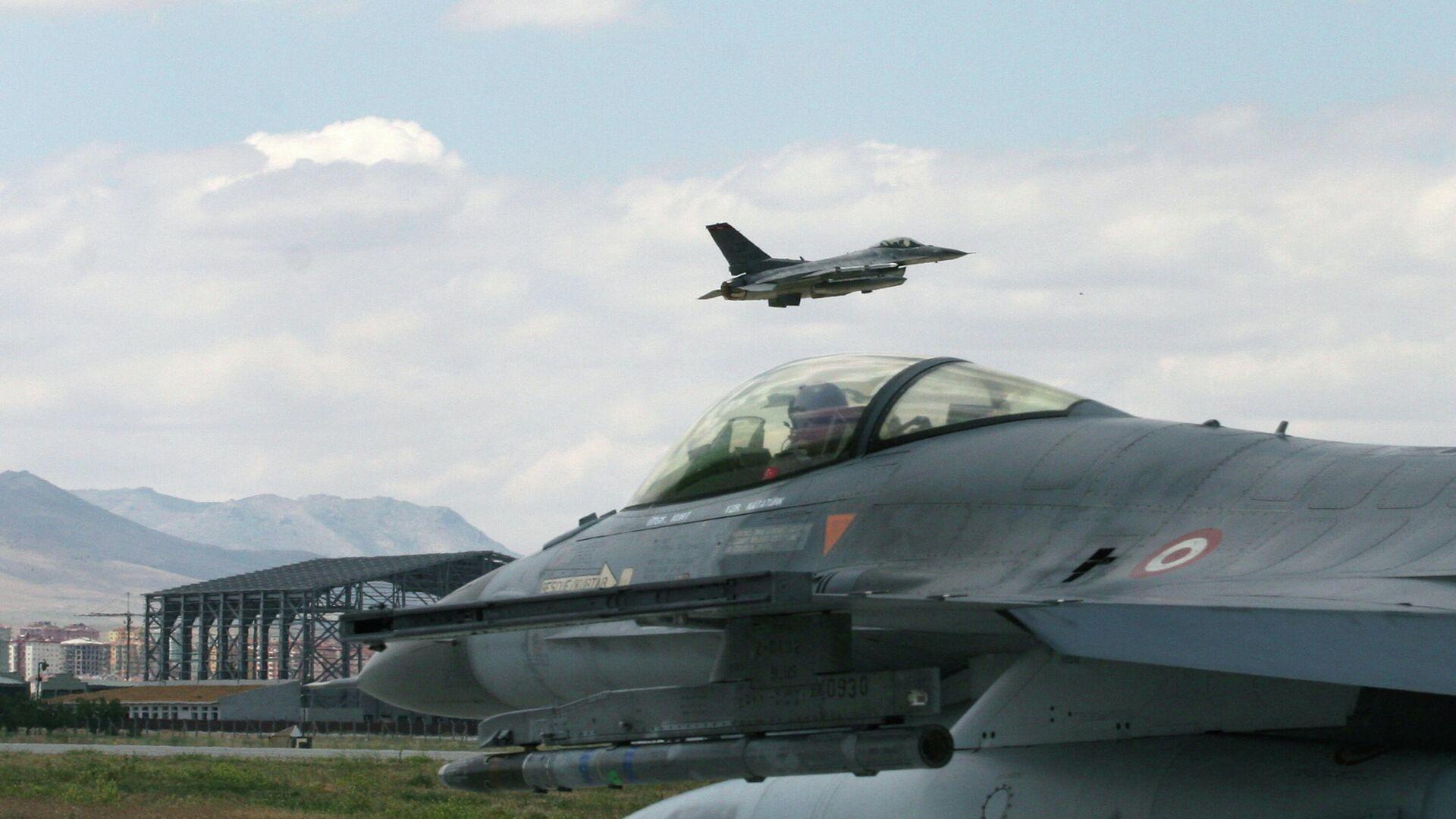 Турецкий истребитель F-16  - РИА Новости, 1920, 08.01.2021