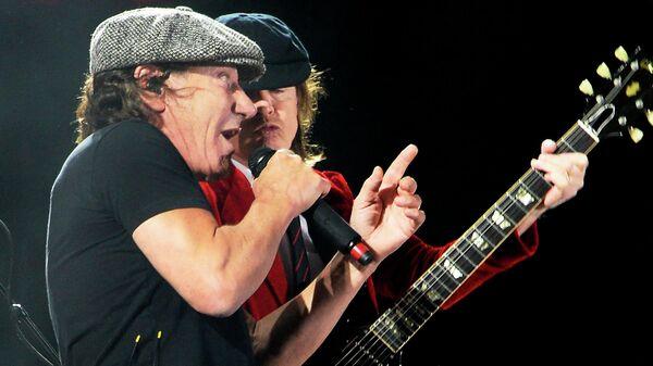 Брайан Джонсон и Ангус Янг из AC/DC
