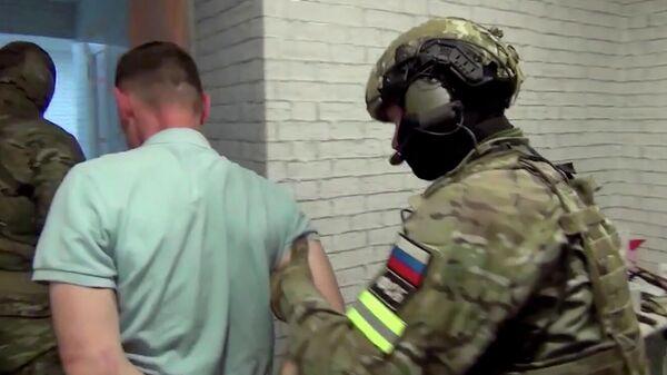 Кадр видео спецоперации против укравших из Валдайского монастыря подаренную Путиным икону
