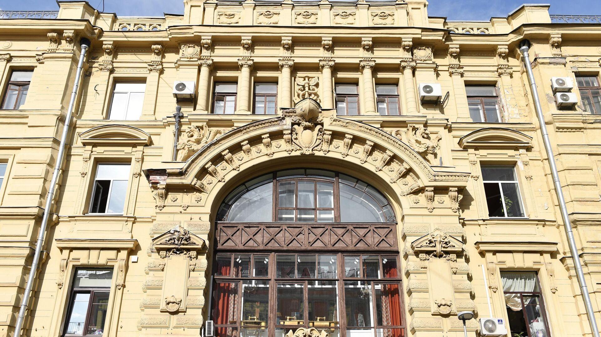 Многоквартирный дом на улице Кузнецкий Мост, 19 в Москве - РИА Новости, 1920, 05.10.2020