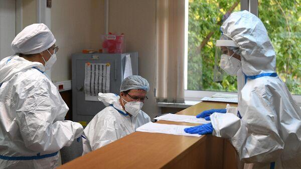 Медицинские работники в городской клинической больнице № 52 в Москве