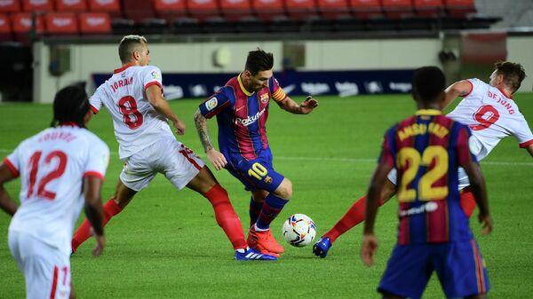 Игровой момент матча Барселона - Севилья