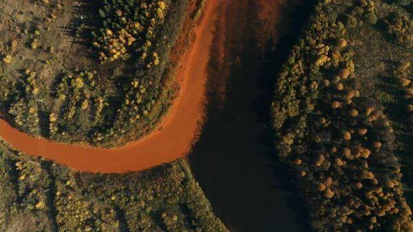 Вода цвета охры: в уральских реках течет ядовитая смесь