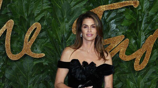 Модель Синди Кроуфорд на церемонии British Fashion Awards в Лондоне, Великобритания
