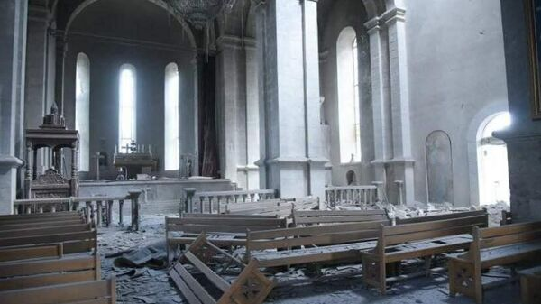 Попавший под обстрел собор Христа Всеспасителя (Казанчецоц) в карабахском Шуши