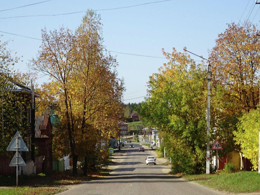 Комсомольская улица, вид в центр