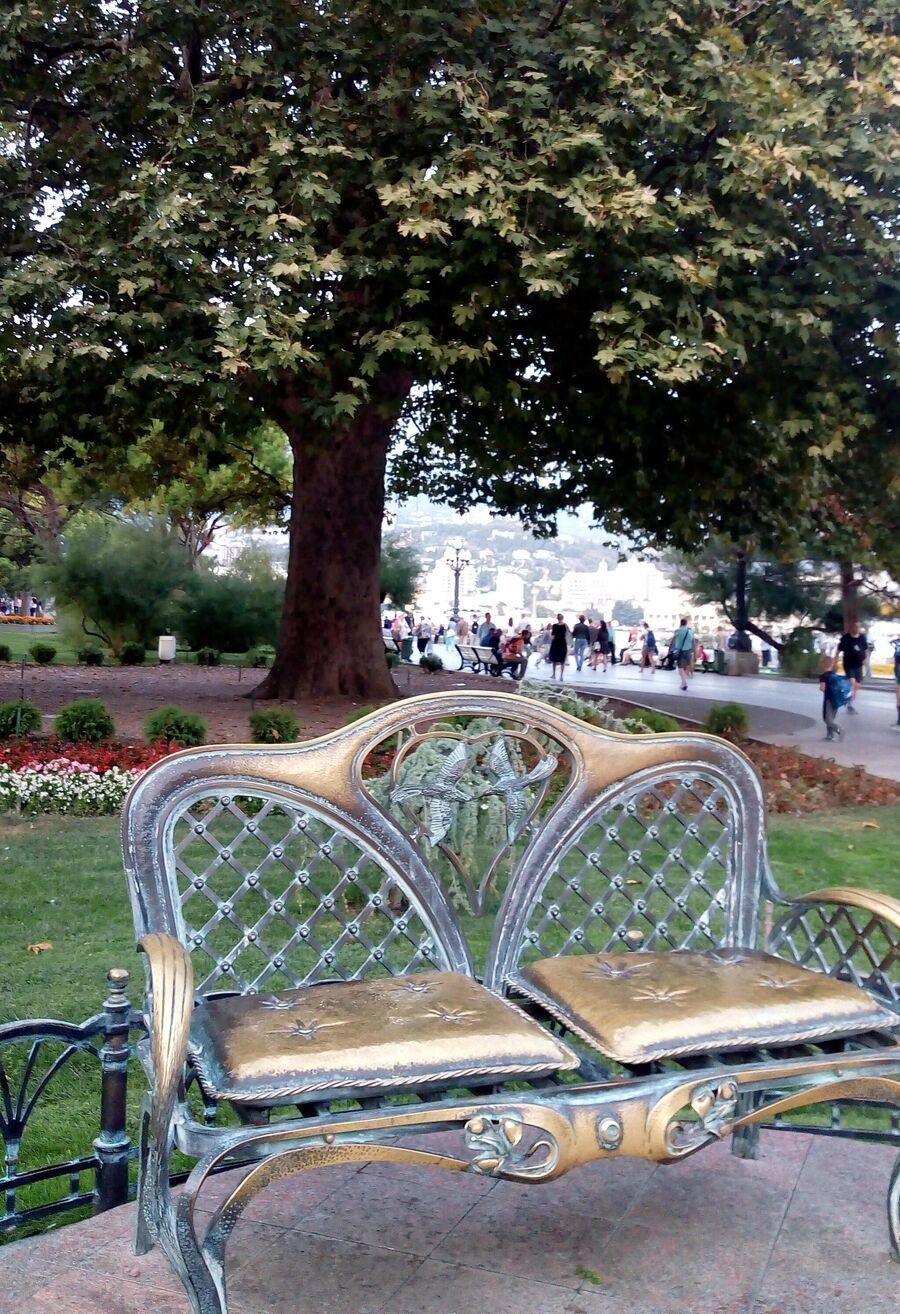 Скамейка любви и платан Айседоры Дункан в Ялте