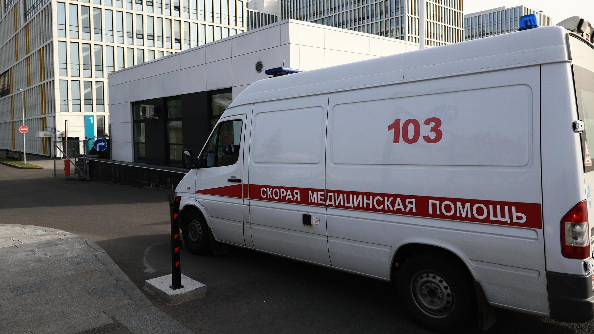 Машина скорой медицинской помощи возле карантинного центра в Коммунарке - РИА Новости, 1920, 27.11.2020