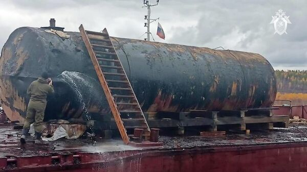 Цистерна на транспортировочной барже, принадлежащая ООО Приангарский ЛПК