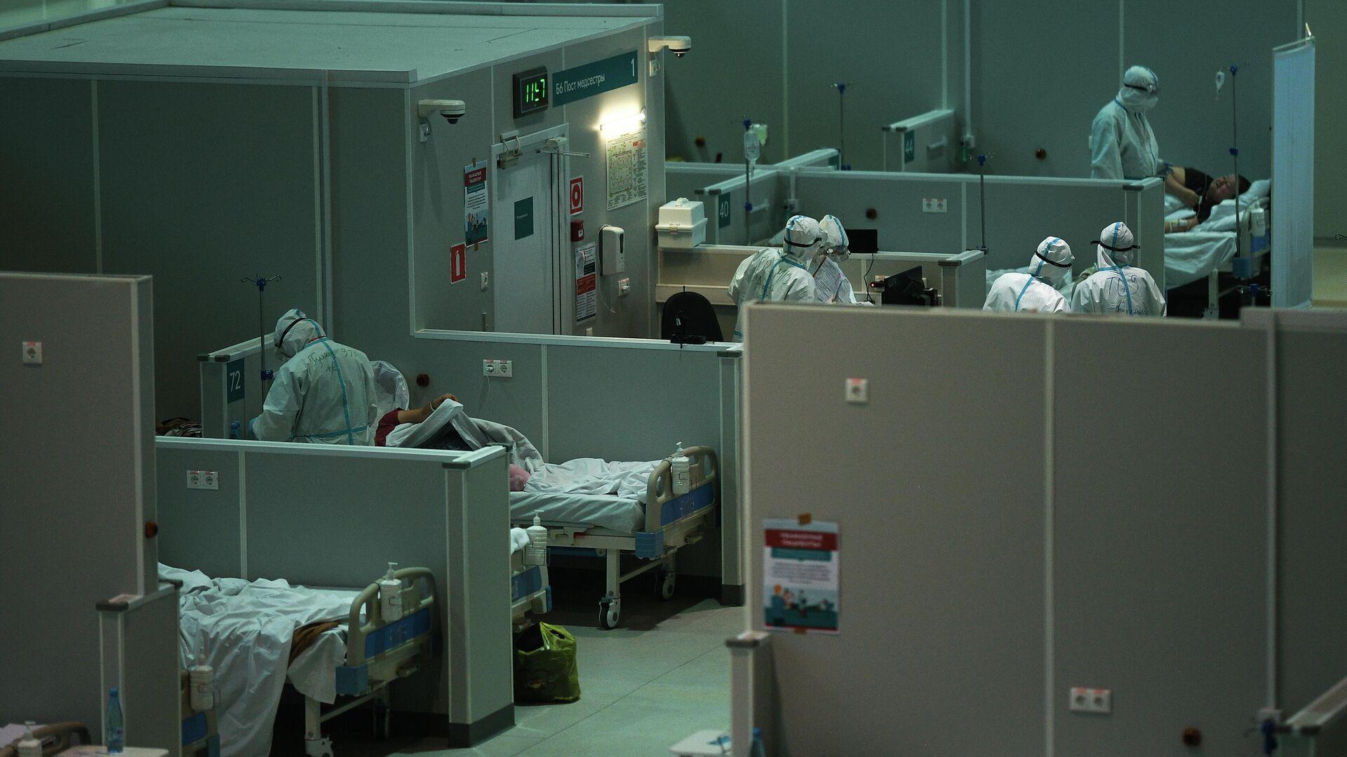 Медицинские работники во временном госпитале для пациентов с COVID-19 в Сокольниках - РИА Новости, 1920, 15.10.2020