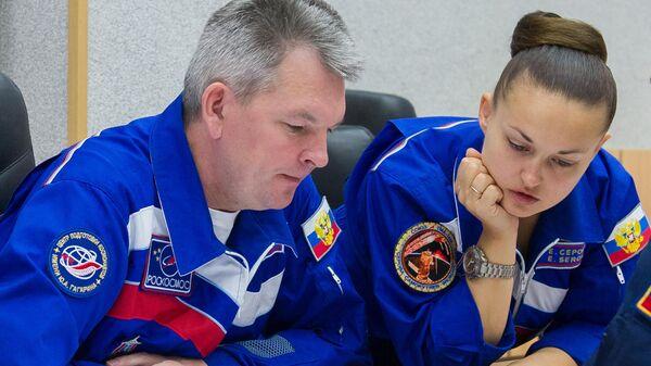 Космонавты Роскосмоса Александр Самокутяев и Елена Серова
