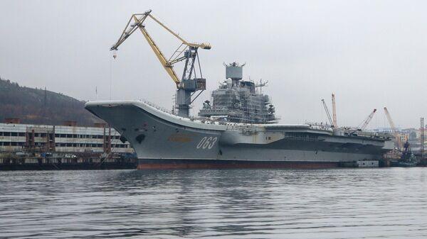 Авианесущий крейсер Адмирал Кузнецов проходит ремонт и модернизацию на 35-м СРЗ в порту Мурманска