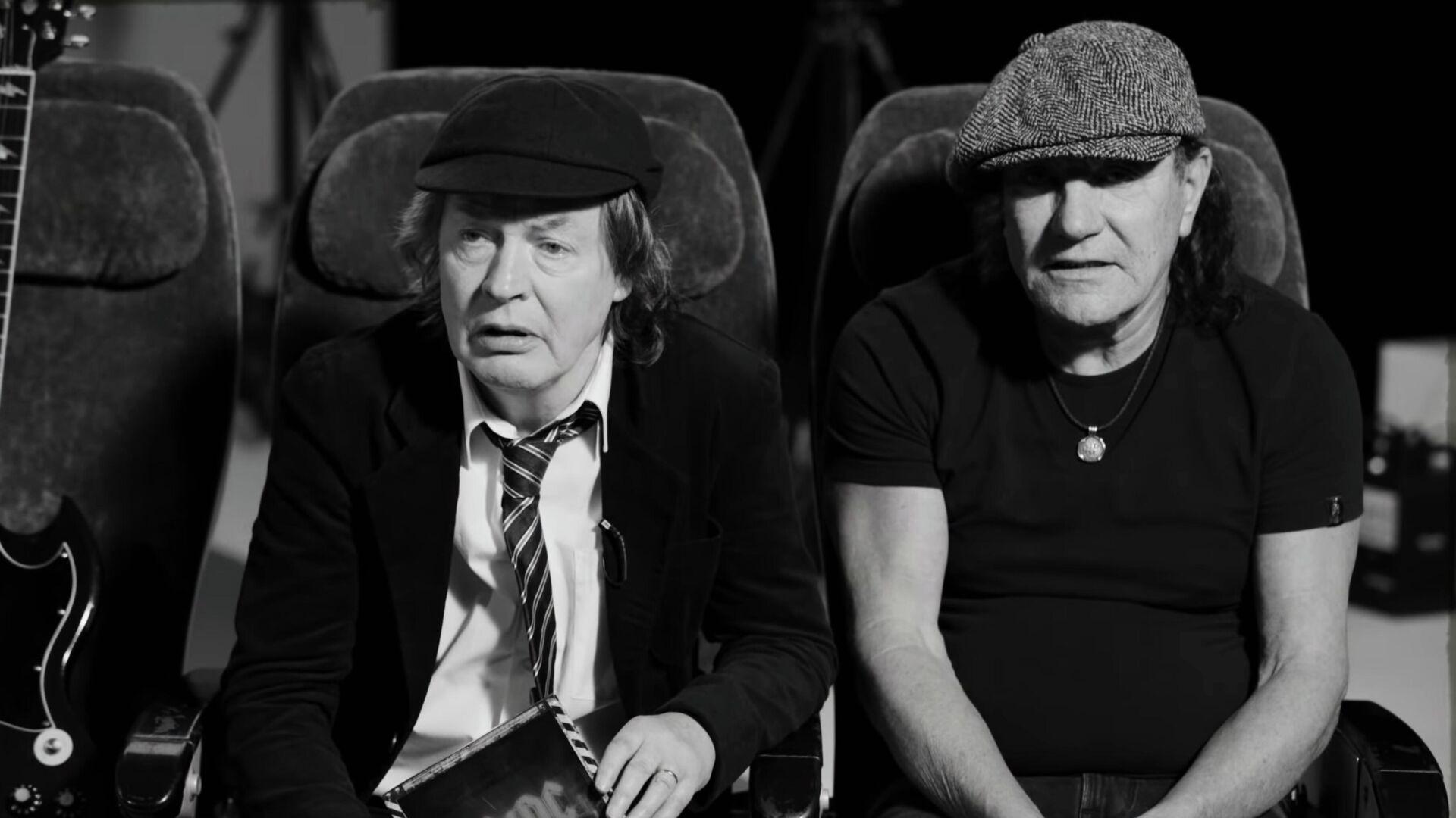 Музыканты группы AC/DC Ангус Янг и Брайан Джонсон - РИА Новости, 1920, 15.10.2020