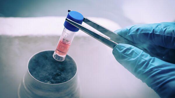 Пробирка со стволовыми клетками