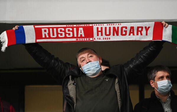 Болельщик на матче сборных России и Венгрии в Лиге наций УЕФА