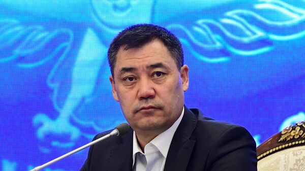 Премьер-министр Киргизии Садыр Жапаров на внеочередном заседании парламента в Бишкеке
