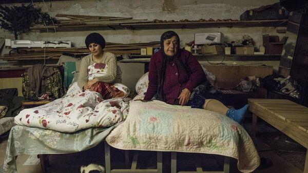 Женщины в подвале своего дома в Степанакерте