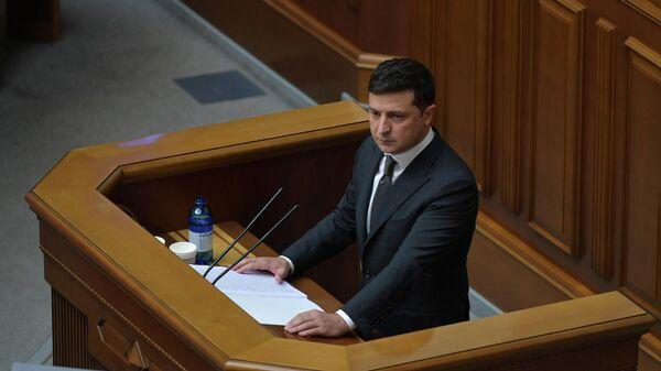 Президент Украины Владимир Зеленский во время выступления в Верховной раде