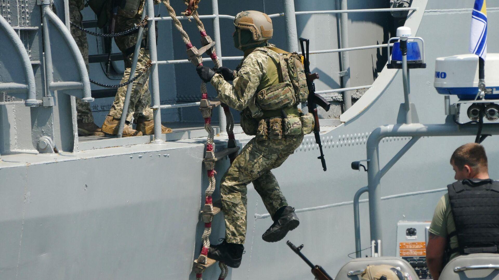 Военнослужащие отрабатывают действия против захвата кораблей в Черном море в рамках международных учений Sea Breeze - РИА Новости, 1920, 02.06.2021