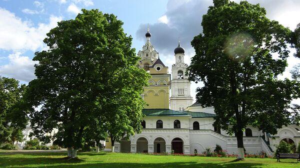Благовещенский собор и церковь Всемилостивого Спаса