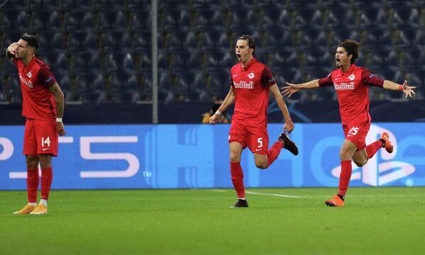 Игроки ФК Зальцбург Доминик Собослаи, Альберт Вальчи, Андре Рамальо (слева направо)