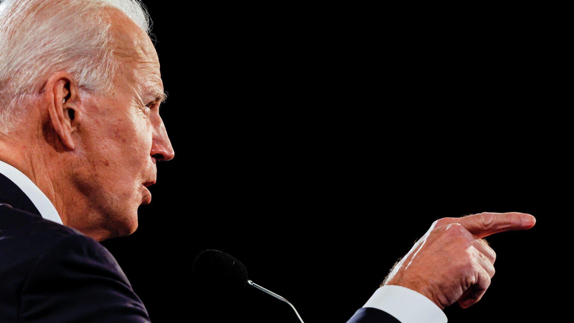 Кандидат в президенты США от Демократической партии Джо Байден во время финальных дебатов с президентом США Дональдом Трапом в Нэшвилле - РИА Новости, 1920, 26.10.2020