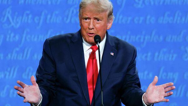 Президент США Дональд Трамп во время финальных дебатов с кандидатом от Демократической партии Джо Байденом в Нэшвилле