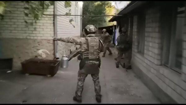 Задержание сотрудниками ФСБ участников террористической организации Ат-Такфир Валь-Хиджра. Стоп-кадр видео