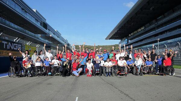 Участники VI Международного полумарафона на спортивных колясках Рецепт-Спорт