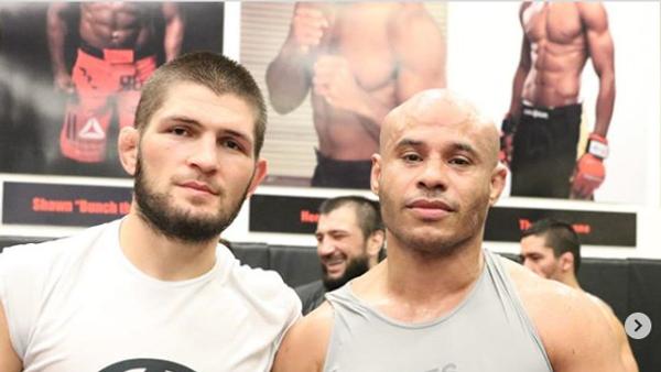 Али Абдель-Азиз (справа) и Хабиб Нурмагомедов