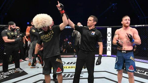 Хабиб Нурмагомедов защитил титул чемпиона UFC и ушел из большого спорта