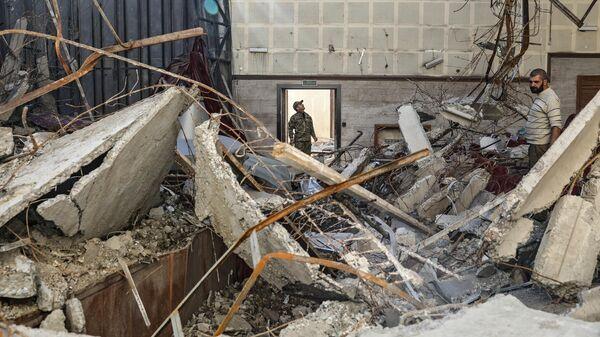 Поврежденный в результате обстрелов дом культуры города Шуши