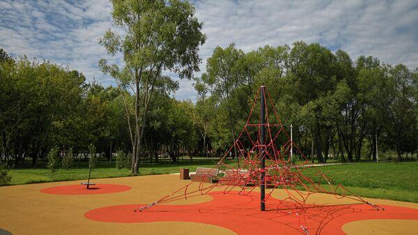 Детская площадка на набережной Москвы-реки в Капотне