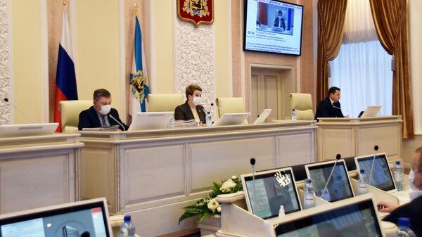 Депутаты Архангельского областного собрания во время заседания