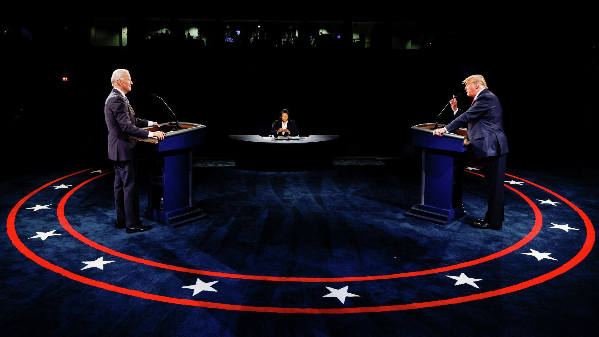 Кандидат в президенты США от Демократической партии Джо Байден и президент США Дональд Трамп во время финальных дебатов в Нэшвилле - РИА Новости, 1920, 29.10.2020