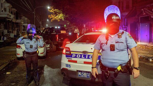 Полицейские во время беспорядков в Филадельфии