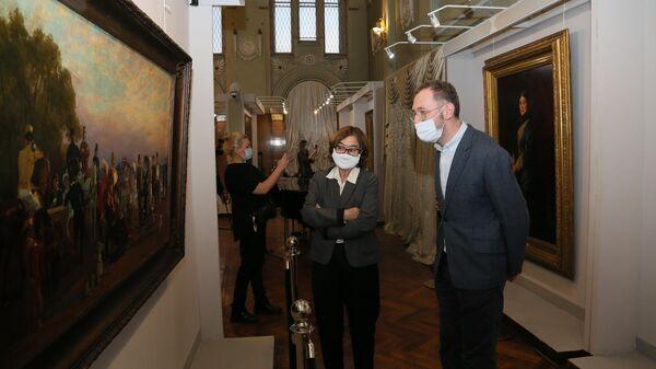 Генеральный директор Государственной Третьяковской галереи Зельфира Трегулова в Самарском областном Художественном музее