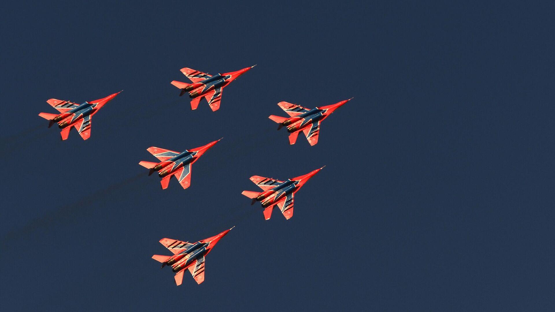 Истребители МиГ-29 пилотажной группы Стрижи выполняют демонстрационный полет на праздновании 250-летия единения Ингушетии с Россией в Сунже - РИА Новости, 1920, 12.03.2021