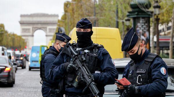 Французские полицейские в Париже