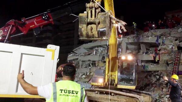 Последствия землетрясения в турецком Измире. Стоп-кадр с видео