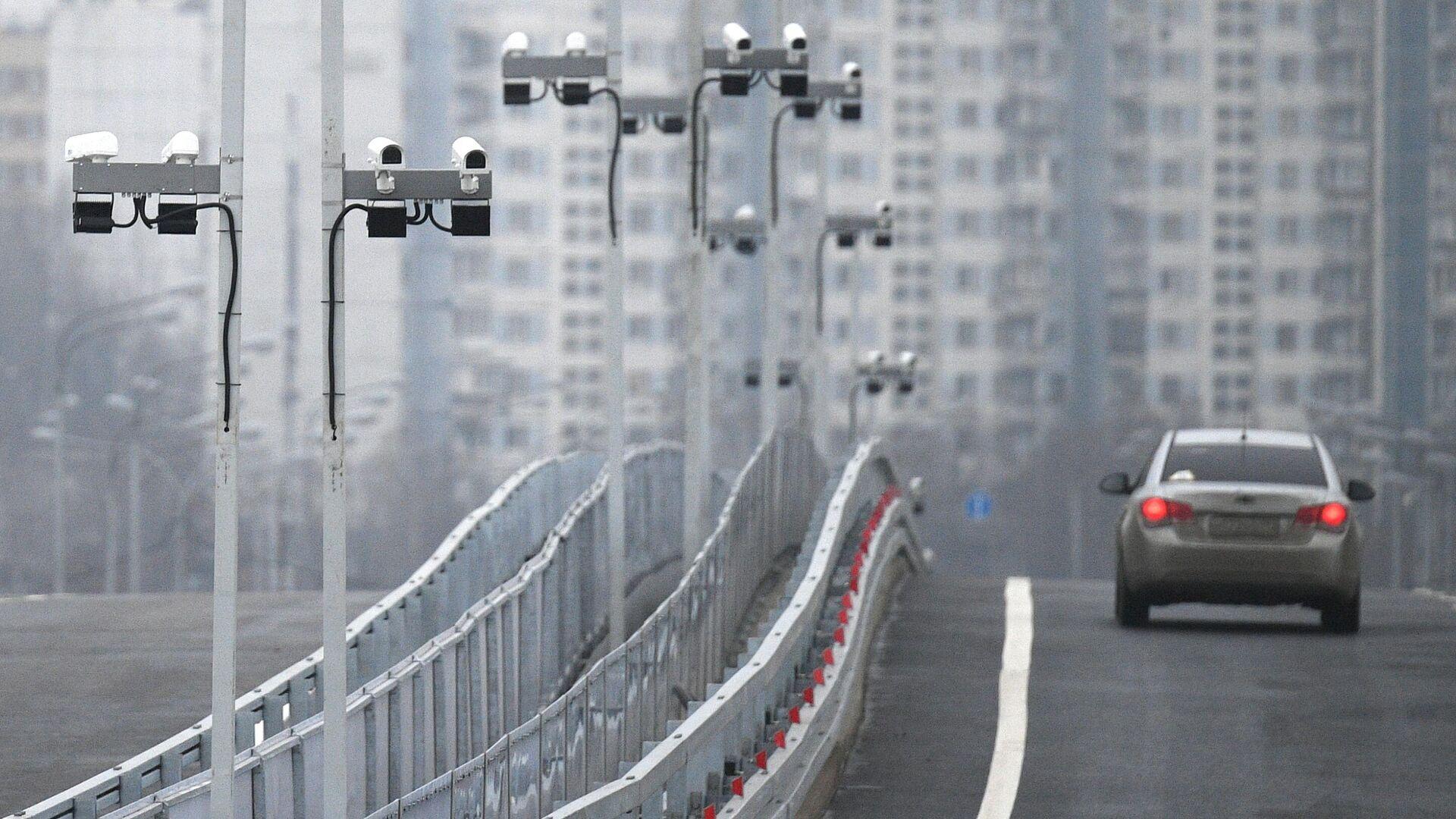 Автомобильное движение на мосту через Кожуховский затон на юго-востоке Москвы - РИА Новости, 1920, 22.01.2021